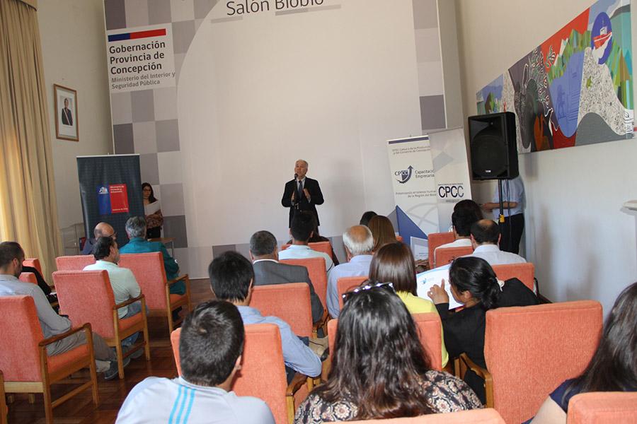 OTEC CPCC capacita en microemprendimiento a vecinos de Aurora de Chile