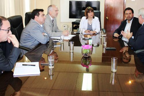 """Mesa """"Mejores Regiones para Chile"""" se reúne con Diputado Marcelo Chávez"""