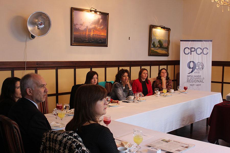 """Desayuno de socios """"Mujer y empresa"""" reúne a empresarias y ejecutivas de la Región"""